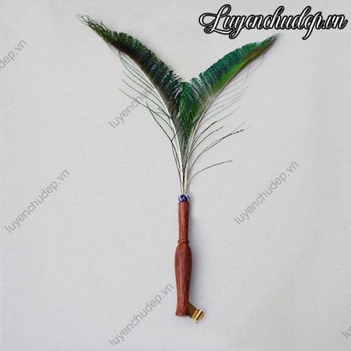 Quản chéo gỗ có gắn lông ngỗng