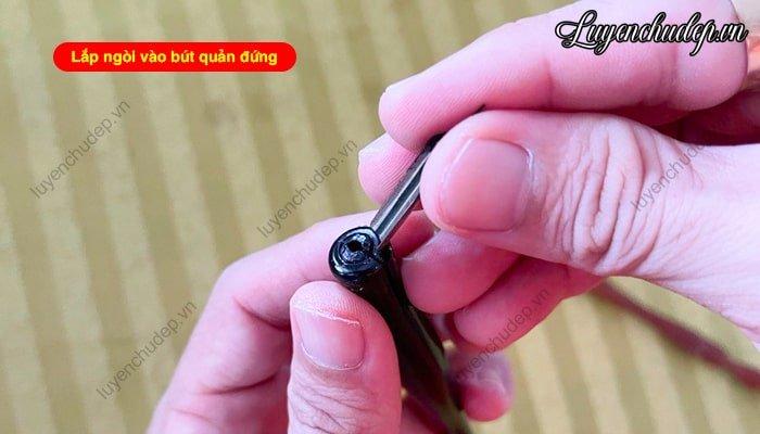 Cách lắp ngòi vào bút quản đứng (quản thẳng)