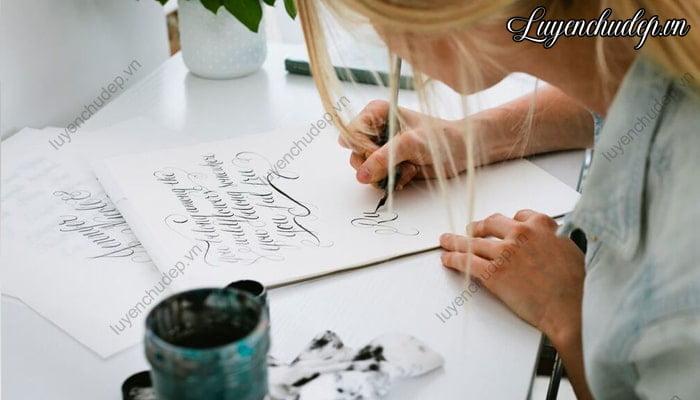 Luyện chữ Calligraphy cần thời gian luyện tập